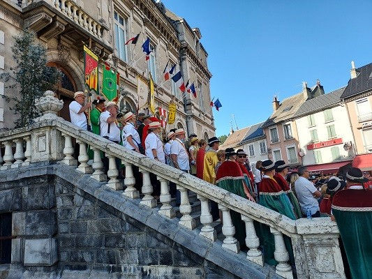 15 aout 02 defile 01 mairie 11 1