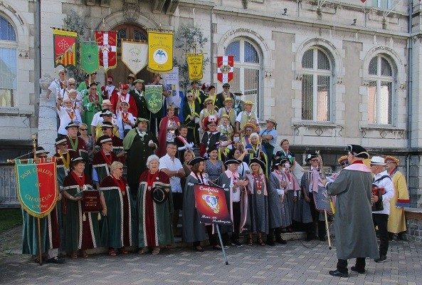 15 aout 02 defile 01 mairie 12 1