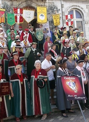 15 aout 02 defile 01 mairie 5 1