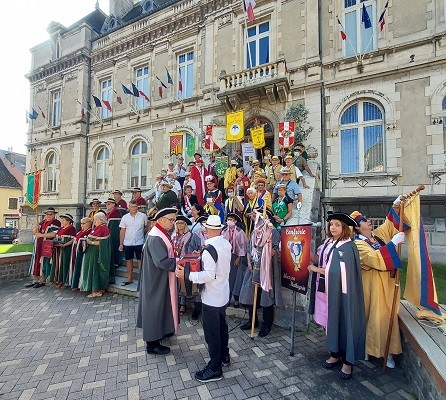 15 aout 02 defile 01 mairie 7 1