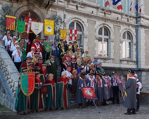 15 aout 02 defile 01 mairie 8 1