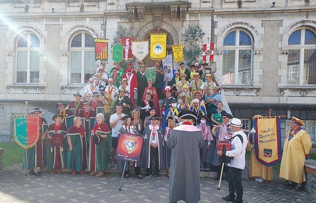 15 aout 02 defile 01 mairie 9 1